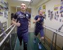Daniel Frahn und Dennis Grote auf dem Laufband.