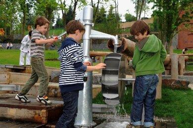 Schon vor zwölf Jahren zur Landesgartenschau war der Wasserspielplatz bei Kindern heiß begehrt. Einige von ihren sind mittlerweile sicherlich schon erwachsen. Doch den Spielplatz gibt es heute noch.