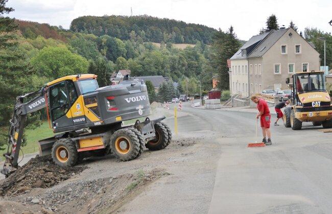 Die Straßenbauarbeiten am Höllberg im Leubsdorfer Ortsteil Schellenberg gehen in die Endphase.