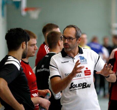 HC-Trainer Mario Schuldes hat nach den ersten Testspielen die hohe Fehlerquote kritisiert.
