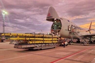 Gut verpackt wurden die Ruderboote des deutschen Olympiateams der Wassersportler nach Tokio transportiert - mit einem Nose-Loader-Cargojet. Anders passt zum Beispiel der 17 Meter lange Achter nicht ins Flugzeug.