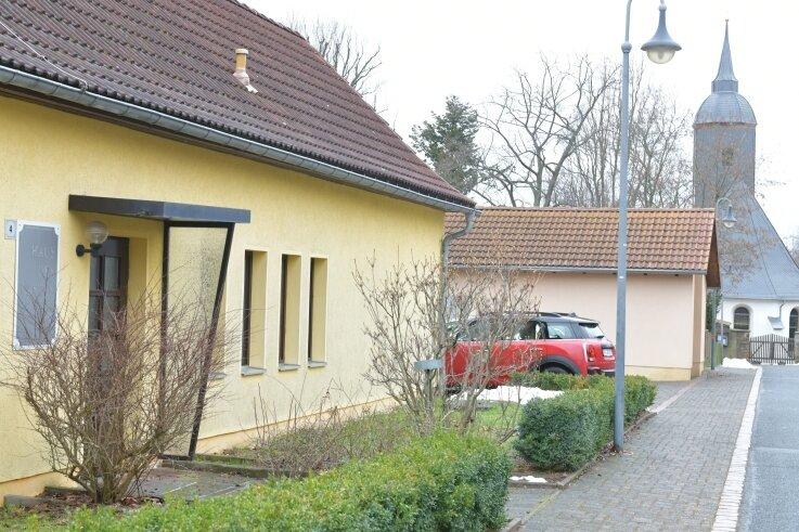 """In das Dittmannsdorfer """"Haus des Gastes"""" soll die Rettungswache einziehen. Dafür müssen unter anderem die Bücherei und die Sportgemeinschaft des Reinsberger Ortsteils Platz machen."""