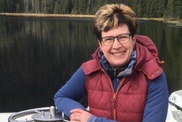 2020: Kathrin Weßel heute - hier an einem Bootssteg während eines Urlaubs in Bayern.