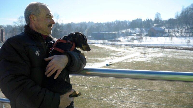 """<p class=""""artikelinhalt"""">Blick vom Stadtsteg. Rolf Thiele und eine Idee: Fürs Stadtjubiläum 2012 stellt jeder Einwohner eine Krokuszwiebel zur Verfügung.</p>"""