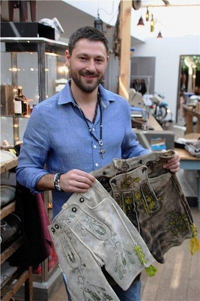 Joa mei! Florian Weidlich aus Riedering mit einem seiner gefragtesten Produkte.