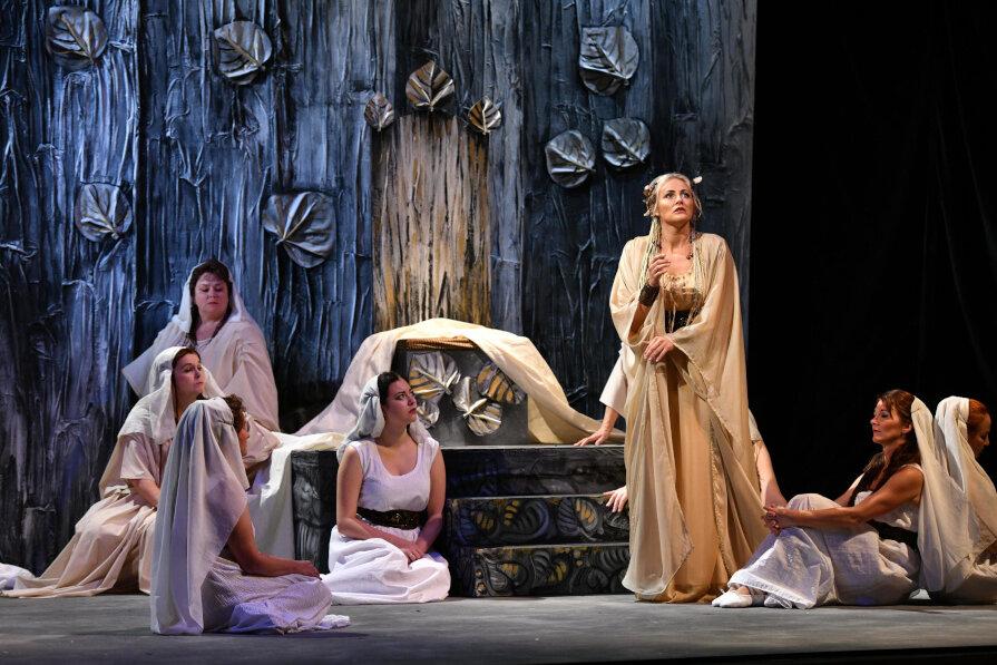 Am Freitag, den 20. September öffnet sich um 19.30 Uhr der Vorhang für Bedřich Smetanas Nationaloper »Libuąe«. Dieses böhmische Meisterwerk wird in Originalsprache mit deutschen Übertiteln im König Albert Theater Bad Elster präsentiert.