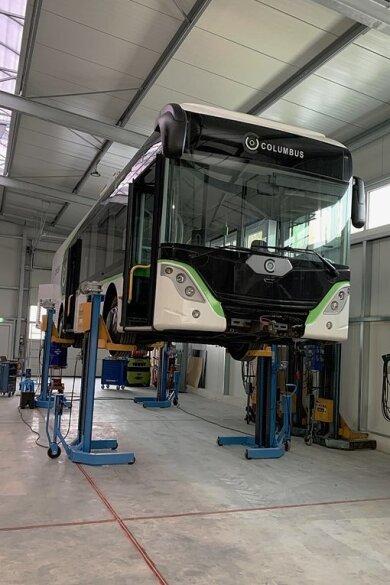 Aufgebockt: Ein Prototyp in der Oberwieraer Halle der Firma Bus Trailer Service.