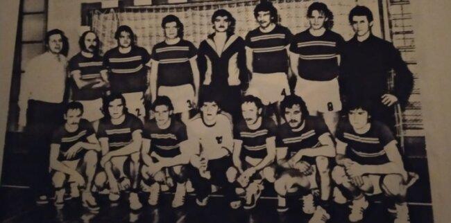 Die Saison 1980/81 war die zweite für Günter Ostarek (hintere Reihe, rechts) als Cheftrainer der Herren. Davor war er als Spielertrainer aktiv.