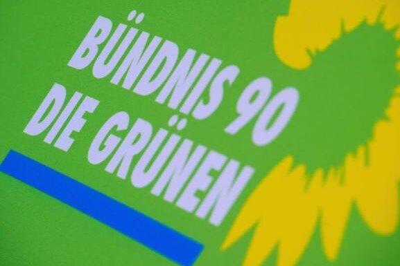 Mann attackiert Grünen-Wahlstand in Plauen mit Eiern