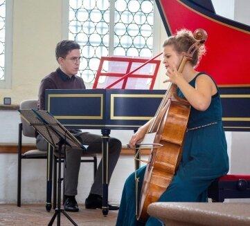 Alma Stolte und Florian Mauersberger begeisterten das Publikum in der Kirche.