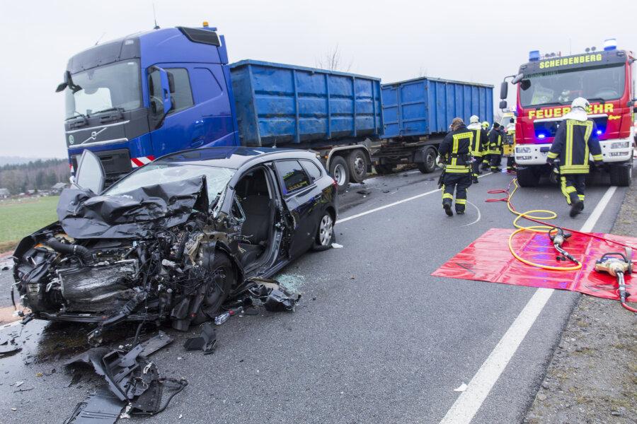 Die S 258 blieb nach dem Unfall über Stunden voll gesperrt.