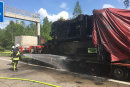 Der Lkw-Brand führte allein auf der Autobahn zu einem etwa 20 Kilometer langen Stau.