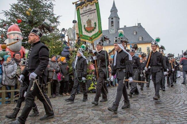 Normalerweise zieht die große Abschlussbergparade in Annaberg-Buchholz zehntausende Besucher an. Unter Corona-Bedingungen wird es sie nach jetzigem Stand nicht geben.