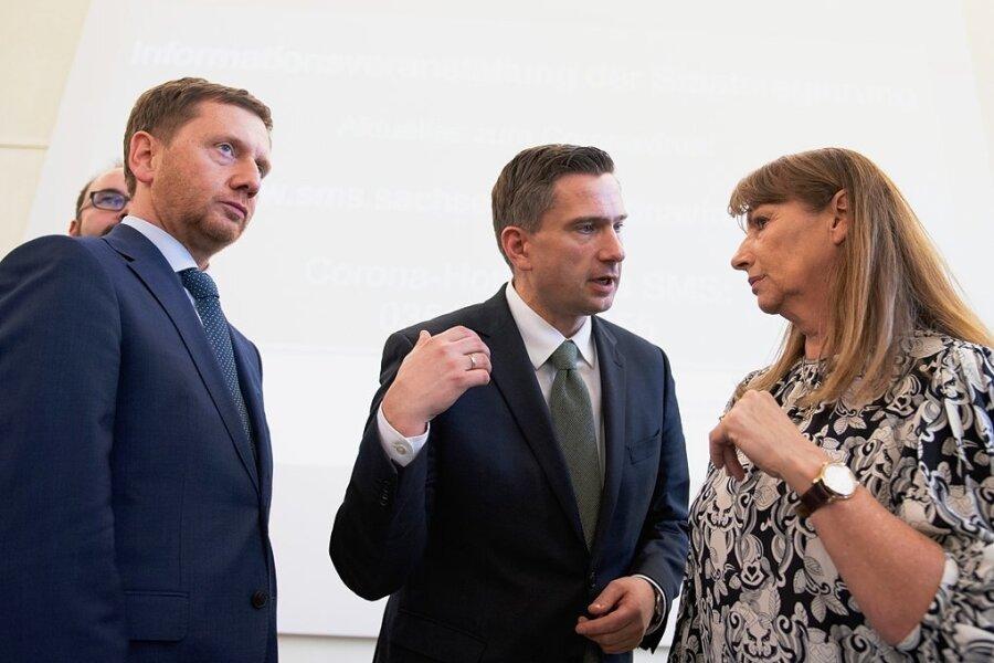 Ein neuer Coronaausschuss soll künftig die Krisenbewältigung steuern. Mit dabei Ministerpräsident Michael Kretschmer (l.) und Sozialministerin Petra Köpping. Das Haus von Wirtschaftsminister Martin Dulig ist im Gremium nicht vertreten. Ob das ein Problem wird?