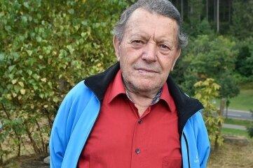 Siegfried Gütter ist der Sohn des vermissten Rudi Gütter. Seine Geschichte steht auf einer beigestellten Tafel.