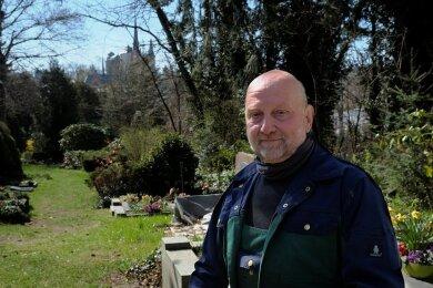 Der Mylauer Friedhof ist sein Revier - Reinhard Stricker.