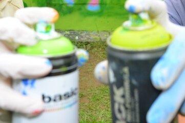 An der Alten Brauerei entsteht Kunst mit Spraydosen.