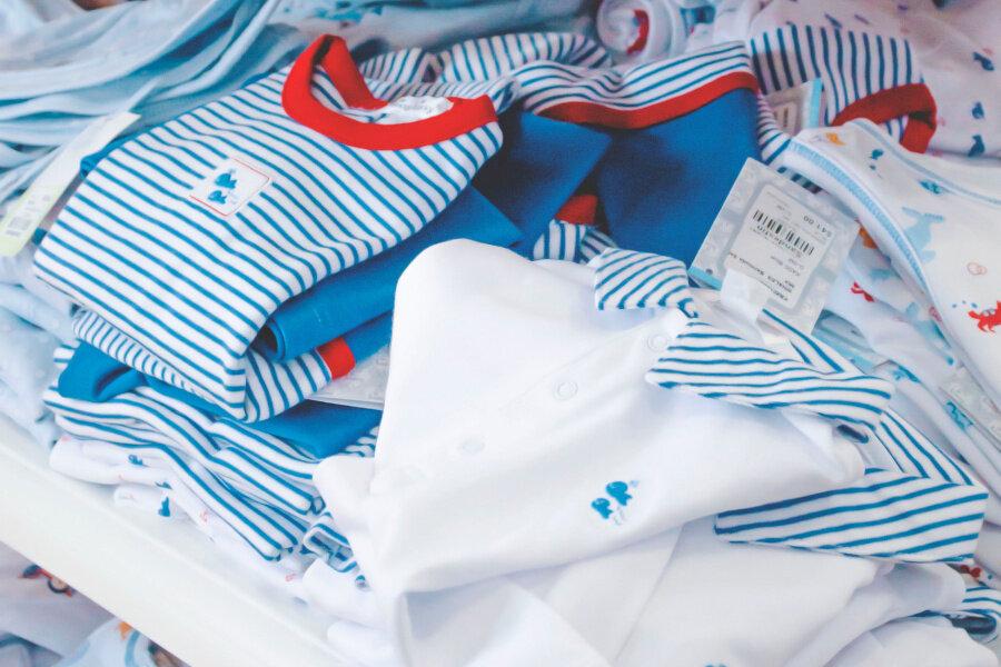 Babykleidung vor dem Tragen waschen - wie oft, wie heiß und womit?