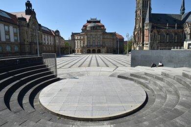 Der Theaterplatz vor der Oper ist leer. Ob hier am 2. Juli die 10. Filmnächte beginnen können, steht derzeit noch nicht fest.