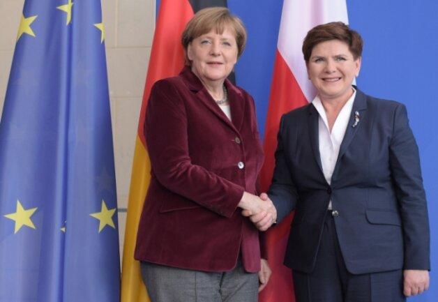 Betont freundliche Gesten in Berlin: Polens Ministerpräsidentin Beata Szydlo (rechts) und Bundeskanzlerin Angela Merkel (CDU).
