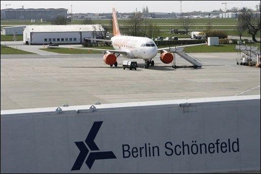 """Deutschlands zweitgrößte Fluggesellschaft, Air Berlin, schließt einen Antrag auf Staatshilfen wegen der Vulkanasche-Krise nicht aus. Das Unternehmen erleide """"riesige Verluste"""", sagte Air-Berlin-Chef Joachim Hunold."""