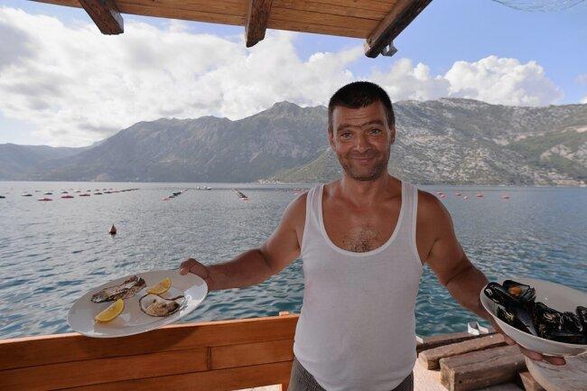 Salzig: Saša Hudicek züchtet Austern. Er schwört auf die Wassermischung in der Bucht.