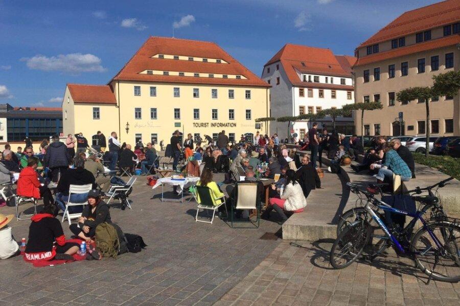 """Aktion unter dem Slogan """"Immunsystemstärkung mit Herz"""" auf dem Freiberger Schlossplatz."""