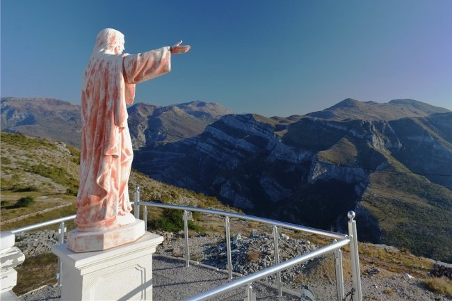 Immer mehr Westeuropäer kommen nach Montenegro. Um sie zu begeistern, setzt das Land auf Naturerfahrung und moderne Technik.