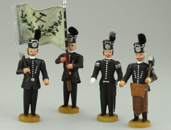 Das Objekt des Monats: Miniaturbergleute aus Seiffen, gefertigt im Unternehmen Kunsthandwerk Walter Werner.