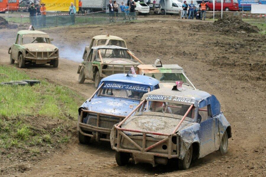 Spielzeugdorf wird zur Crash-Car-Hochburg