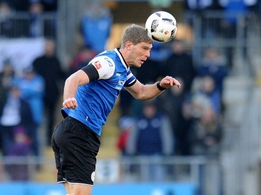 Fabian Klos köpft Bielefeld zum Heimsieg