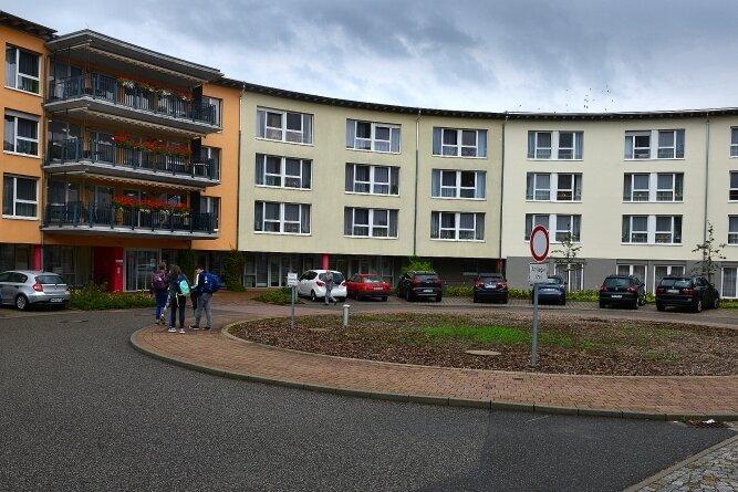 So sieht das Pflegeheim an der Lauenhainer Straße von vorn aus. Ganz rechts (etwas heller) erkennt man den Anbau.