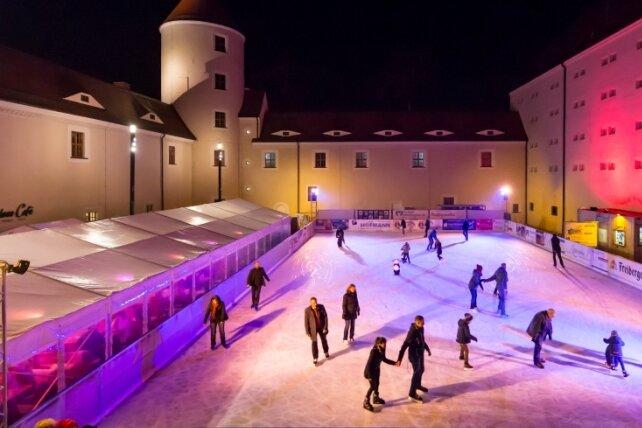 Eisbahn auf Schloss Freudenstein wieder geöffnet