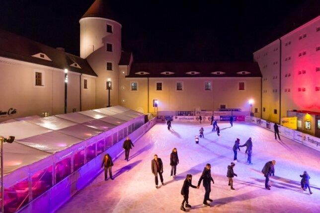 Ab 24. November können Eislauf-Fans wieder ihre Runden im Schlosshofdrehen.