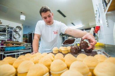Michael Lang hat im Alter von 21 Jahren Ausbildungen zum Konditor und zum Bäcker absolviert und den Meisterabschluss in der Tasche.
