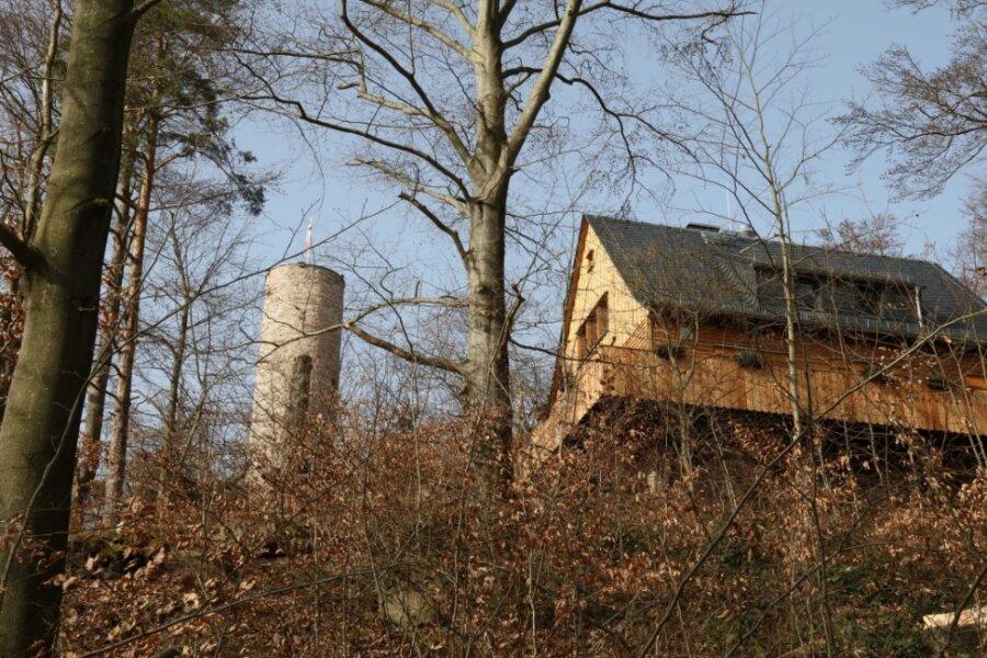 Das Anton-Günther-Berggasthaus auf dem Borberg in Kirchberg war bisher immer hinter Bäumen versteckt. Jetzt mussten etliche von ihnen weichen, weil sie vertrocknet waren.