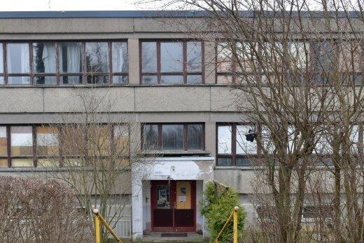 Die ehemalige Grundschule befindet sich hinter dem historischen Schulgebäude. Sie wird seit etlichen Jahren von Musikern und Künstlern genutzt.