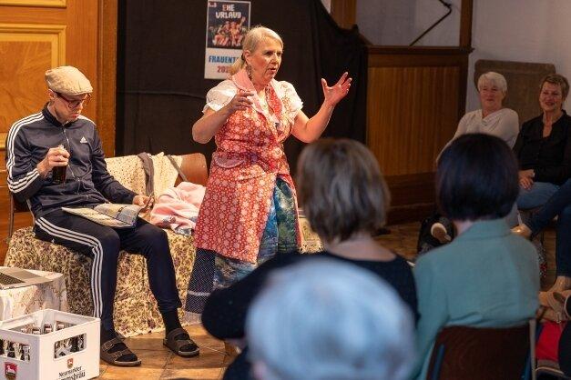 """Mit seinem Zwei-Personen-Stück """"Eheurlaub""""gastierte das Wiesbadener Galli-Theater zur Frauentagsveranstaltung in Auerbach."""