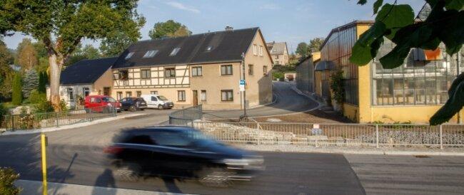 Die abwassertechnische Erschließung umfasste 2020 auch den Adlerweg in Walthersdorf. Zudem erfolgte im Auftrag der Gemeinde der Straßenbau und die Erneuerung einer dazugehörigen Brücke.Foto: Ronny Küttner