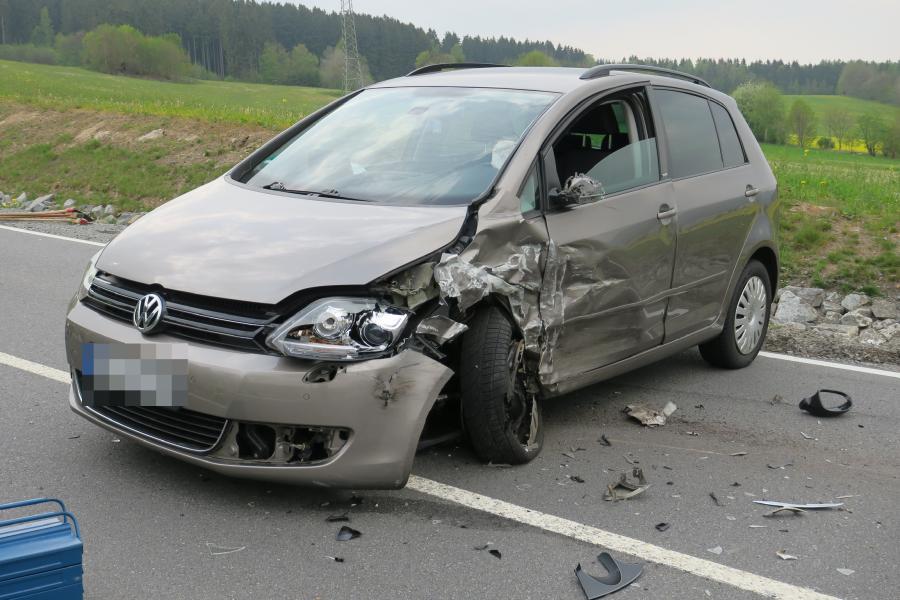 Am Donnerstagnachmittag kollidierte auf der S 274 ein VW mit einem Skoda.