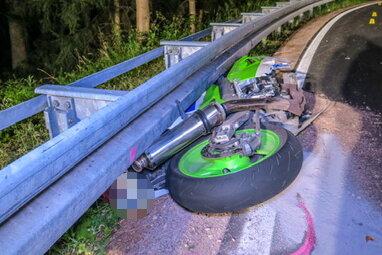 21-jähriger Biker stirbt bei Unfall in Stützengrün - Zeugen gesucht