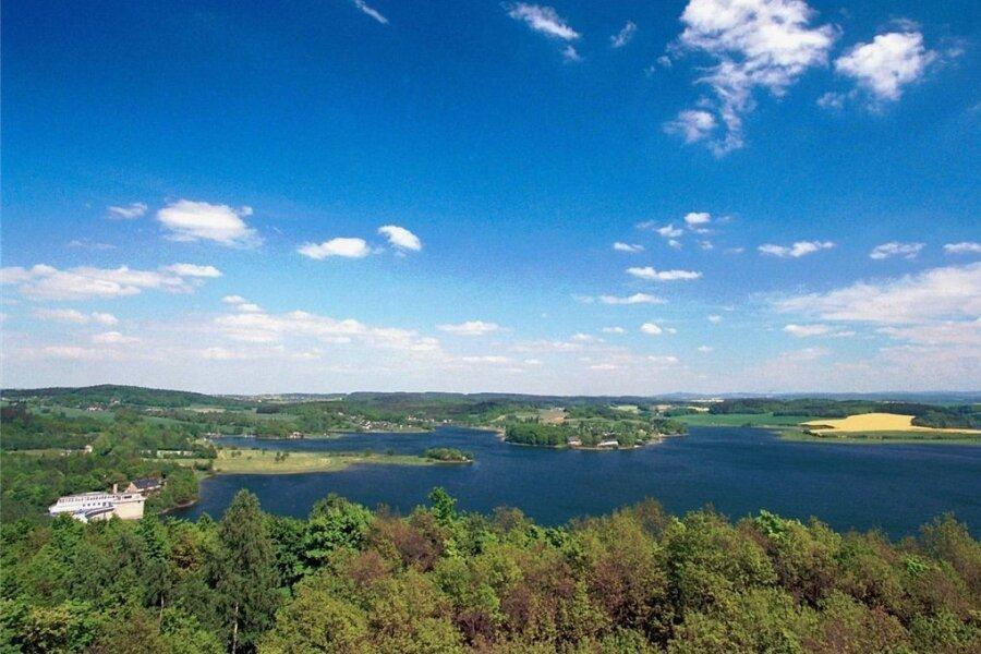 Möglicherweise ist aber doch eher auch diese Aussicht vom Mosenturm auf die Talsperre Pöhl bei Kaiserwetter wie diesem das schönste Vogtland-Panorama? Foto: Andreas Wetzel