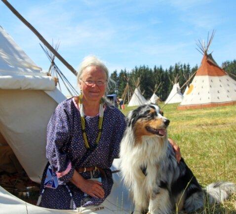 Marion Kuchra war gemeinsam mit ihrem Australian Shepherd Mick im Indianer Camp in Großhartmannsdorf dabei.