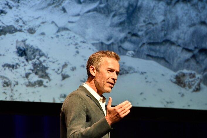 Der bekannte TV-Moderator Dirk Steffens war am Samstag im König-Albert-Theater Bad Elster zu Gast.