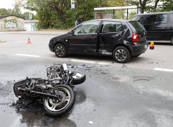 Ein Motorradfahrer ist bei einem Unfall in Gablenz verletzt worden.