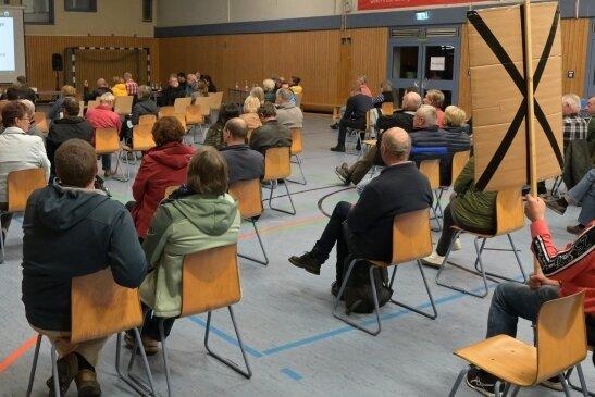 Die Thalheimer Einwohnerversammlung in der Turnhalle der Grundschule ist auf großes Interesse gestoßen. Kaum ein Platz blieb bei dem Treffen in der Halle frei.