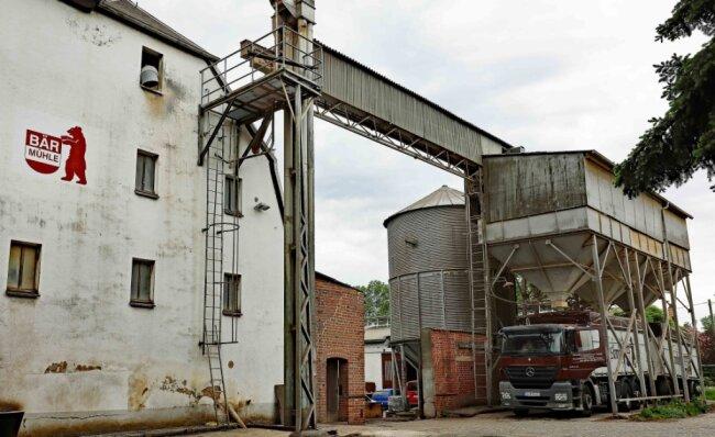 Die Bär-Mühle wurde 1531 erstmals urkundlich erwähnt. Damit ist sie der wohl älteste Handwerksbetrieb in Langenhessen. Seit 75 Jahren befindet sich die etwas abseits gelegene Mühle in Familienbesitz.