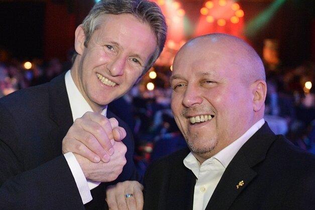 Für ehemalige Asse wie die Olympiasieger Jens Weißflog und Joachim Kunz bot die Gala eine willkommene Gelegenheit zum Fachsimpeln.
