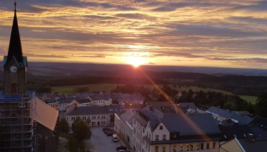 Stimmungsvoll ist der Blick vom Alten Söll bei Sonnenuntergang. Der Aussichtspunkt gehört zu den besten Aussichtsplätzen desr Region.