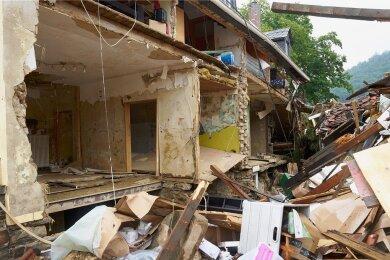 Das hätten die Bewohner dieses Hauses an der kleinen Ahr nie für möglich gehalten: Totalschaden.